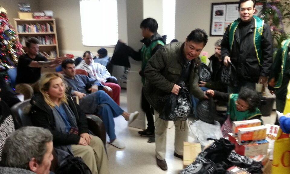 kerry-jang-n-llcs-vlonteers-visit-shelter2