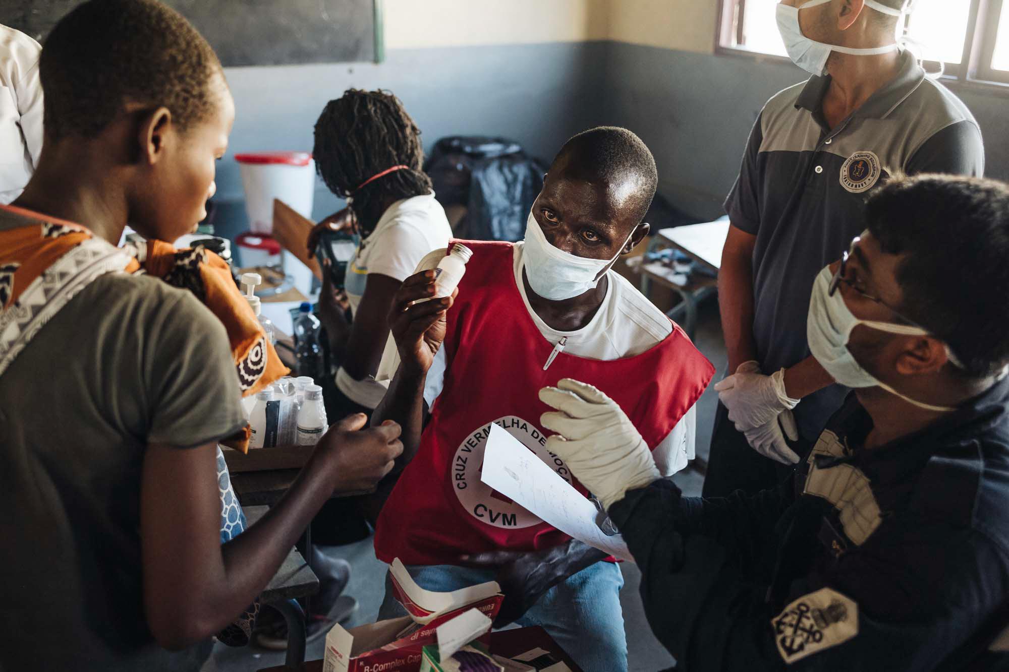 Mozambique Red Cross volunteer distributed medicine to beneficiaries at Matadoro evacuation center in Inhamizua village, Beira. Beira, Mozambique / 25.03.2019